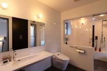 イタリア製ガラス・大理石のバスルーム