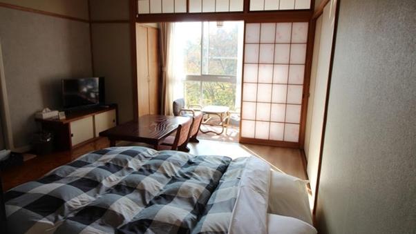 ダブルベッドルーム/滑りにくい床:ロータイプベッド