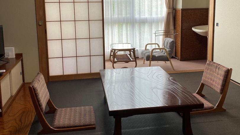・お部屋の床は、ペットも滑りにくい素材を使用しております