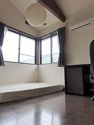 客室(2階・洋間)