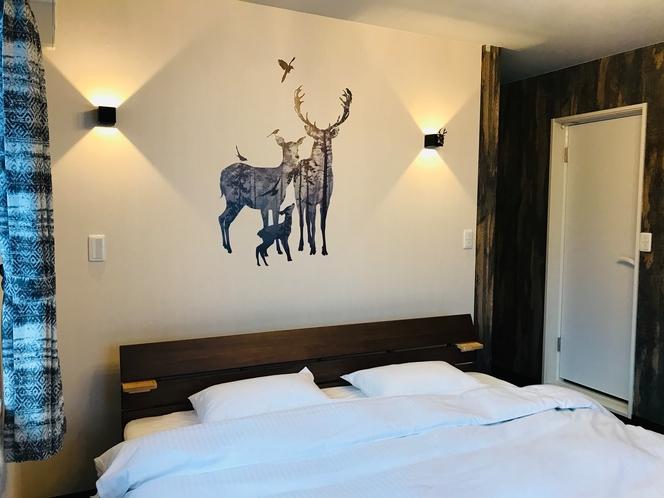 キングルーム「森の鹿 (Forest Deer)」