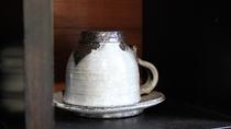 *レストラン/美しい陶器も楽しみのひとつ