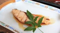 *朝食一例/煮魚