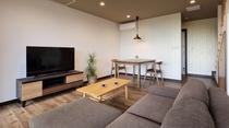 ゆったりとしたソファーに 広々とした寛ぎのリビングルームで 大人の上質な時間を お過ごしください。