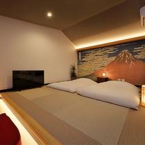 アウトドアリビング(2F寝室)畳の上にお布団をご用意しています