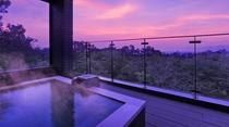 幻想的で吸い込まれそうな夕景を眺めながら、伊豆高原温泉をたっぷりと堪能