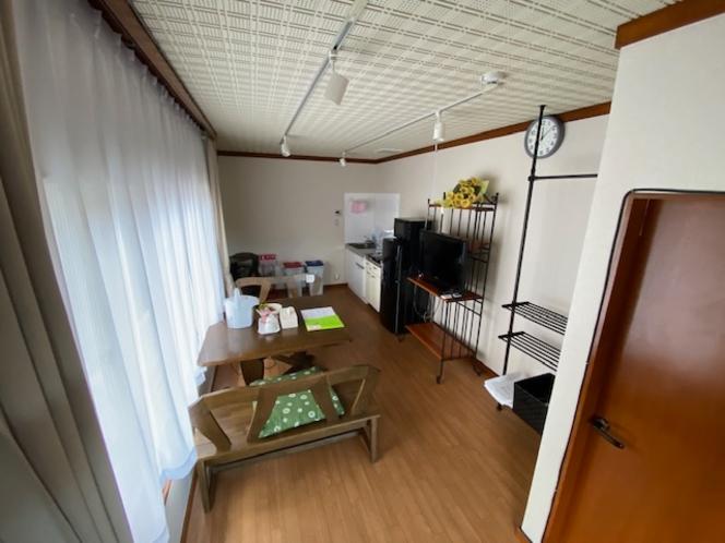 202号室 9.5畳の完全リフォーム済のDKです。