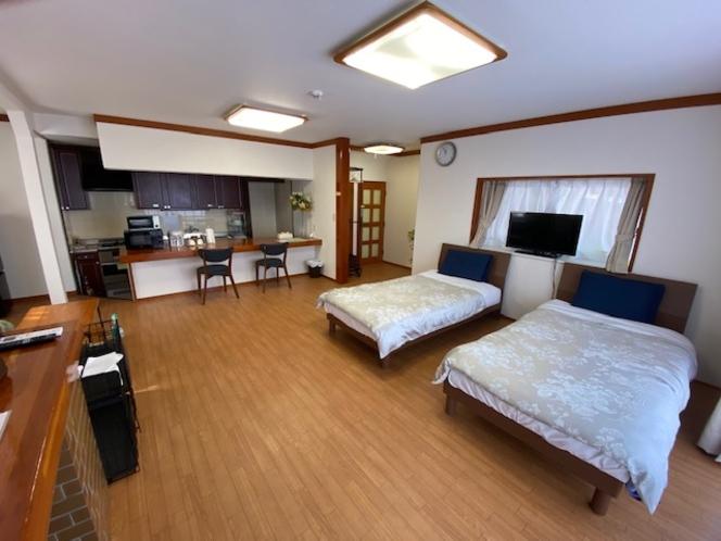 101号室 18畳の広々客室です。