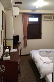 穴蔵シングル【禁煙室・個別エアコン】窓のないお部屋です