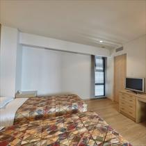 **客室一例/木の温かみを感じられるお部屋で寛ぎのひと時を。