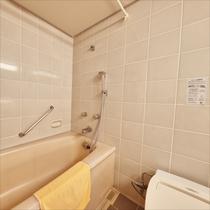 **客室一例/全室バス&トイレ付でございます。
