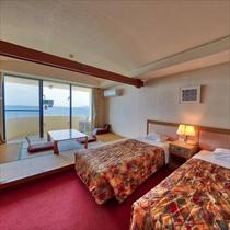 **客室一例/お部屋からはどこまでも続く蒼い海をご覧いただけます