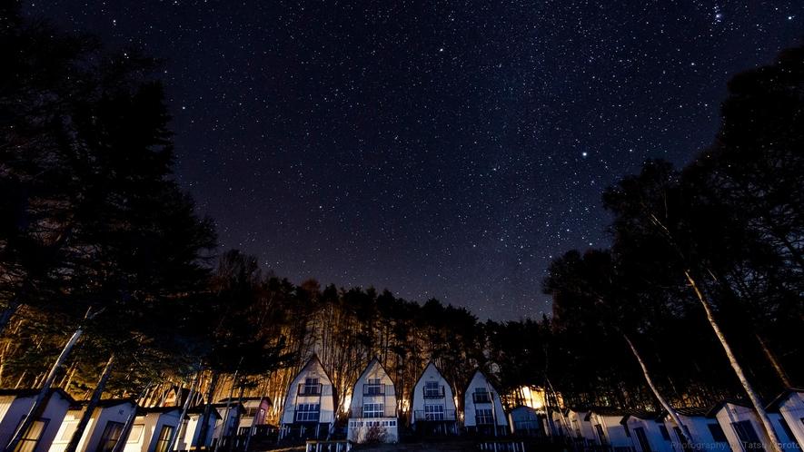 ヒュッターに広がる、満点の星空。