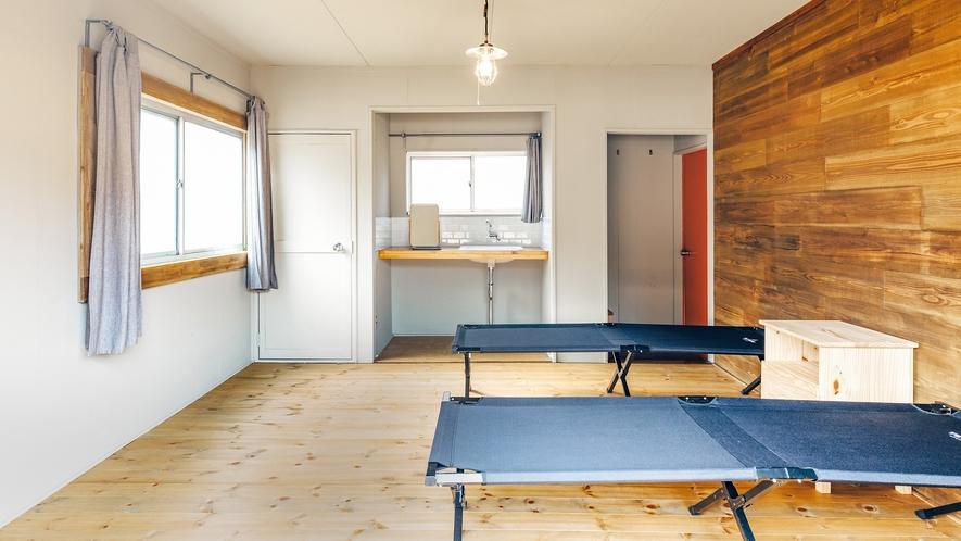 「キャビン・アンテロープ」寝袋などをお持ちになる方向けの棟です。