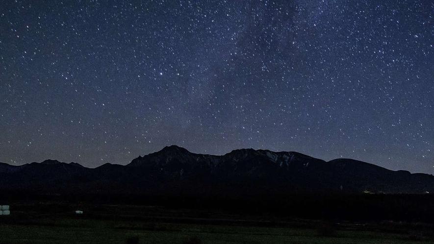 【周辺】ヒュッターから望む星空。都会では絶対に観ることのできない美しい星空に、出会いに来ませんか。