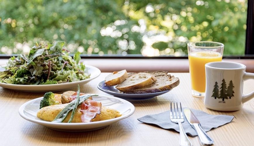 【朝食】爽やかな光で目覚めた一日のはじまりに、 HYTTERの朝食を、どうぞお召し上がりください。