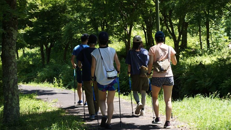【Nordic Walking】2本のポールを使って歩くエクササイズ。