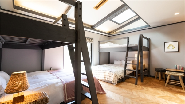 Room B|グレー基調のバンクベッドが2台のシックなお部屋