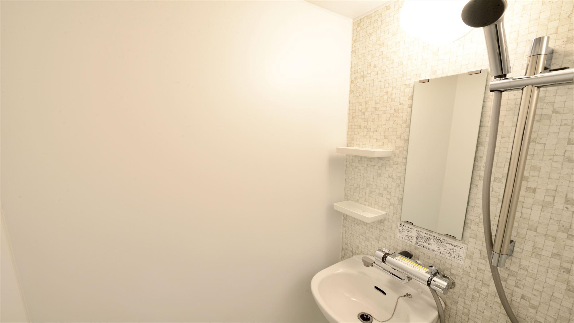 201号室 シャワールーム