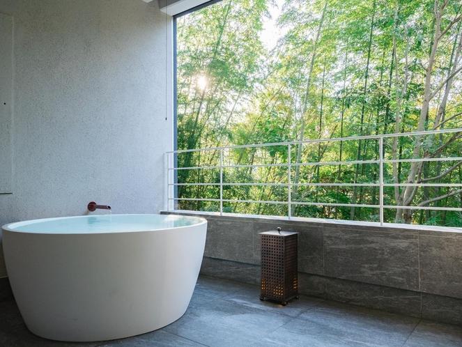 客室露天風呂(木立のツイン1階)