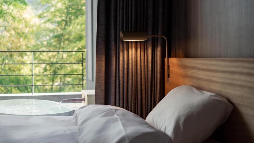 ベッドから望む新緑(山水のツイン)