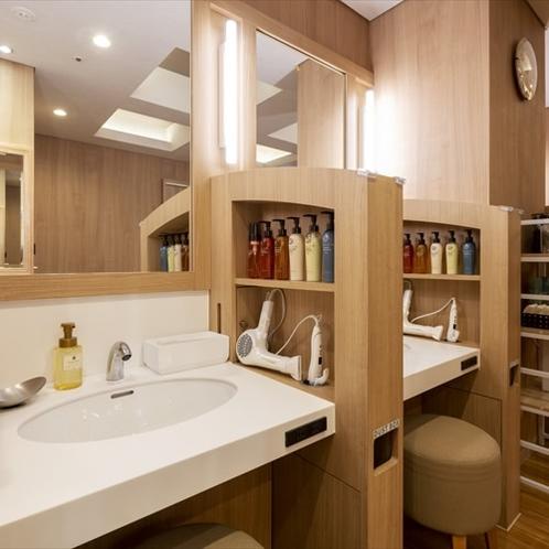 洗面台は客室の各フロアにもご用意しております。