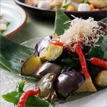 【朝食】京都の家庭料理「おばんざい」。おふくろの味をお楽しみください。