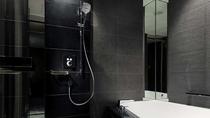 ゆったりとしたバスタブと独立した洗い場