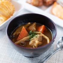 【無料健康朝食】北海道のご当地メニュースープカレー!ゴロゴロとしたお野菜が入っております。