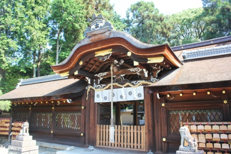 【梅宮大社】■徒歩4分■ 京都でも有数の歴史をほこる梅宮大社。