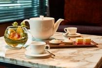 ロビーラウンジでの優雅なコーヒータイム