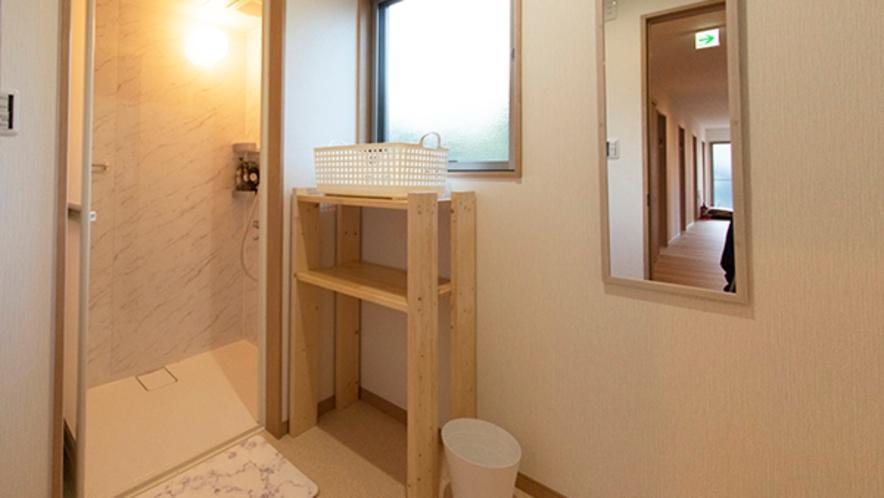 脱衣室とシャワールーム