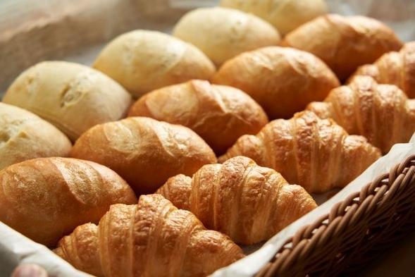 ☆開業1周年記念企画☆ 小麦の香り♪当館自慢の焼きたてパンをプレゼント!スペシャルプラン《素泊まり》