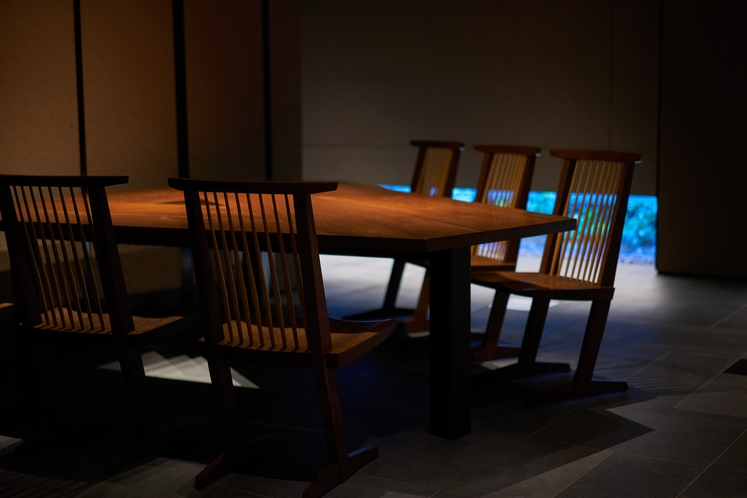 「ジョージナカシマ」コノイドチェア / 「清水慶太」デザイン 大テーブル