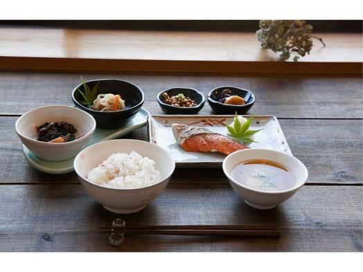【朝食付プラン】出張料理人の美味しい朝ごはん(夕食は持込or自炊OK)