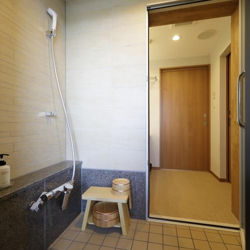 お部屋のシャワールーム、露天風呂でゆったりしたら体洗いはこちらで