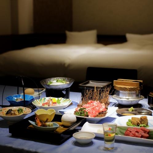 【夕食】ご夕食は全室お部屋食となります。ベッドルームとは仕切りがございます。