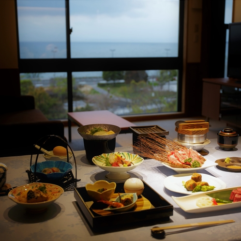 【夕食】琵琶湖を眺めながら、愛犬と、お部屋でお召し上がりいただけます