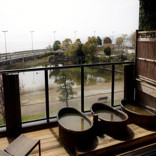 【大浴場 展望太閤温泉】壺湯は源泉かけ流しでぽかぽか。大変あたたまる泉質です