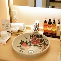 大浴場の洗面には化粧水、乳液完備