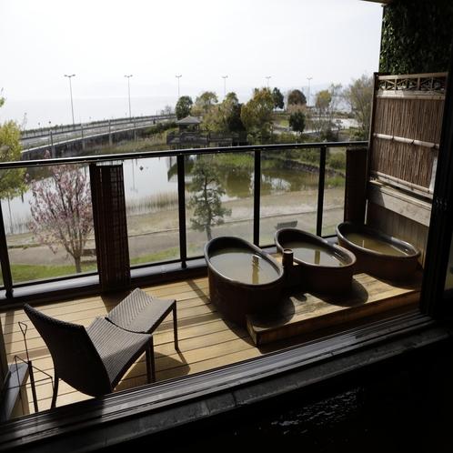 【大浴場 展望太閤温泉】夕日の沈みゆく琵琶湖は格別(女性風呂にはすだれがございます)