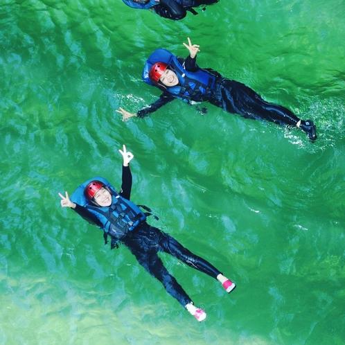 ラフティング 水量が安定していれば飛び込み・泳いだりできます。