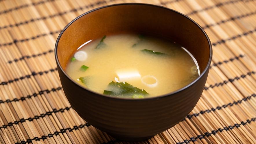 【味噌汁】朝の体に染みわたるお味噌汁を飲んで今日も一日元気いっぱい!