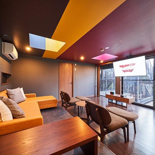 シック&イーグルスカラーで仕上げた特別な空間(客室202:一例)