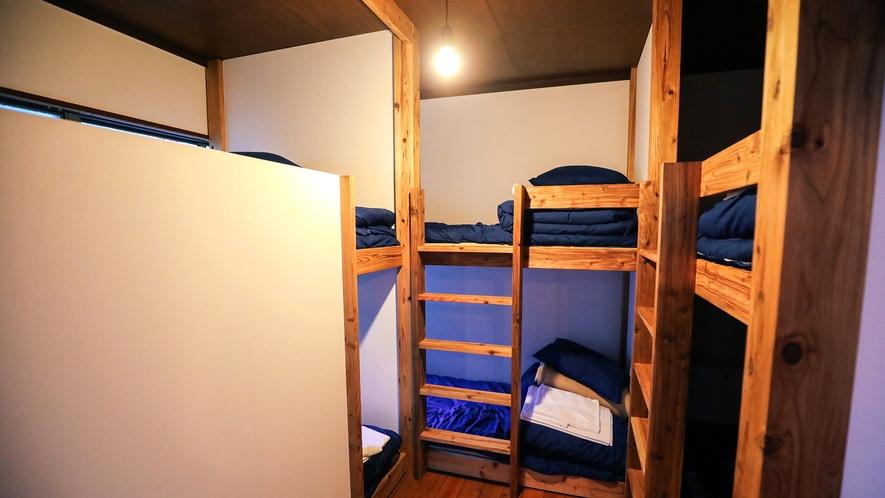 ・【AMARI】2段ベッドを3台設置しており、最大6名宿泊可能