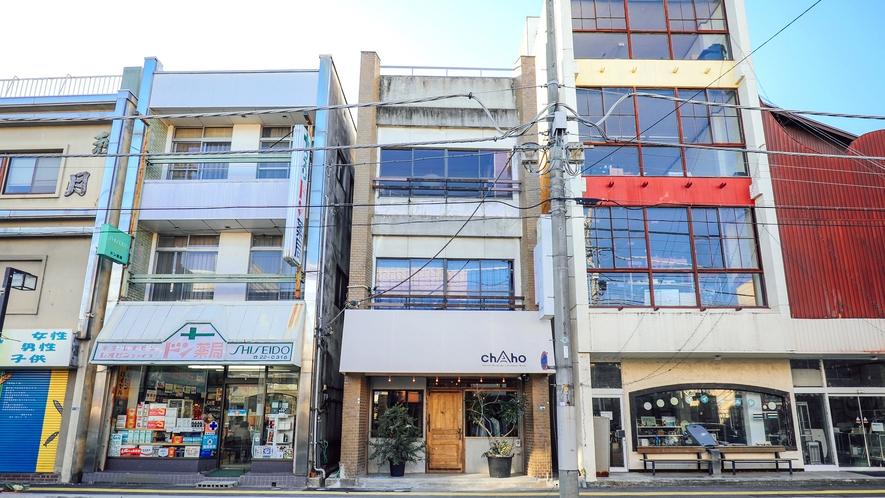 ・【外観】築50年の茶屋をリノベーションしたホステル