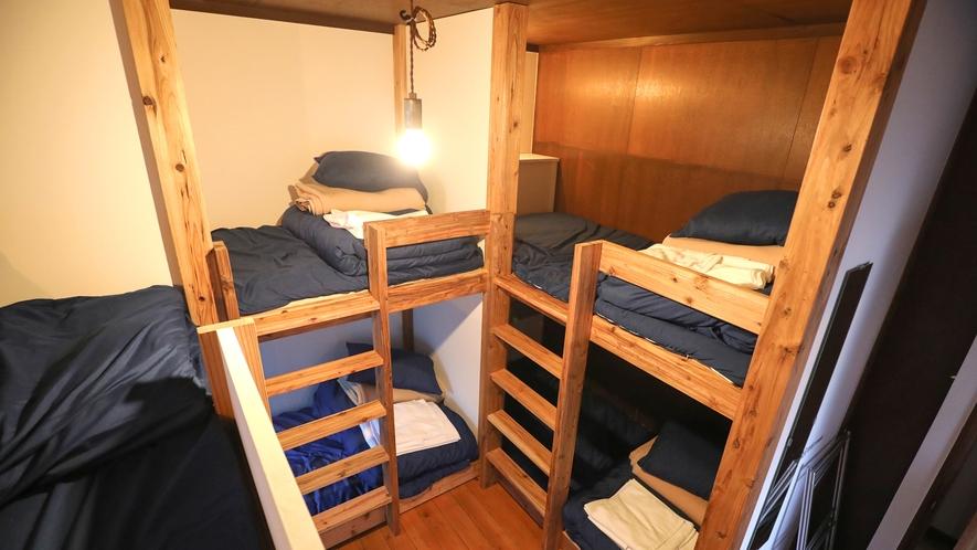 ・【AMARI】木の温もりを生かした2段ベッド