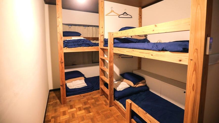 ・【YAKUSHI】2段ベッドを2台設置しており、最大4名宿泊可能