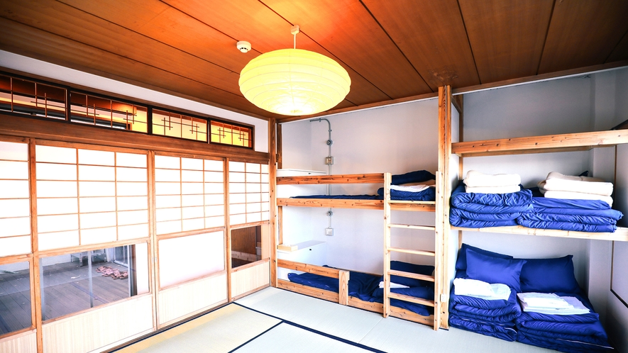 ・【KYAGATAKE】2段ベッド1組・布団4組を完備。最大6名宿泊可能