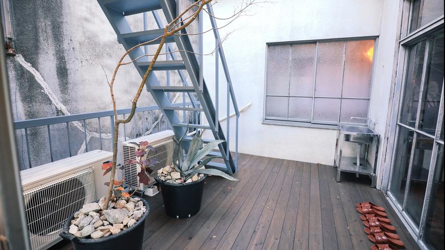 ・【KYAGATAKE】陽射し差し込む中庭に面したお部屋です